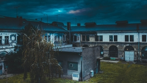 condominium_th.jpg