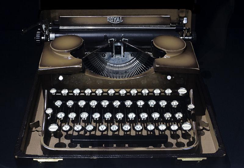 800px-Berlin-_Royal_mechanic_manual_portable_typewriter_-_3128.jpg